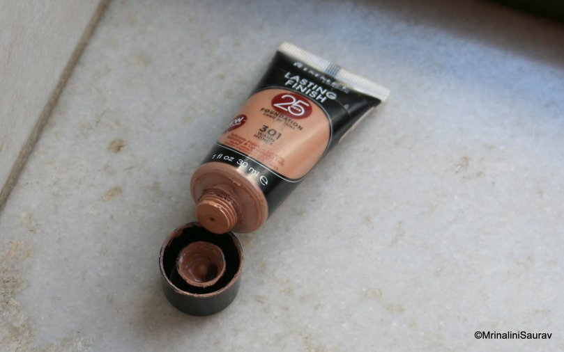 Rimmel 25 Hour Lasting Finish Foundation 301 Warm Honey